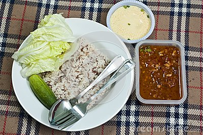 Chili sauce and  vegetable with brown rice
