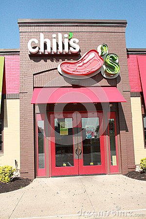 Free Chilis Resturant Front Door Royalty Free Stock Photo - 43286215