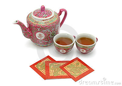 Chinees levensduurtheestel en rode pakketten