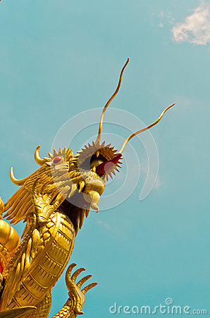 Free Chinese Dragon Is Thrusting The Heaven Royalty Free Stock Photo - 28522595