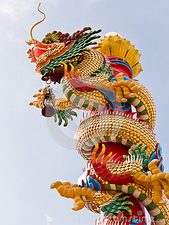 Free Chinese Dragon Sculpture On The Pole Royalty Free Stock Images - 76014519