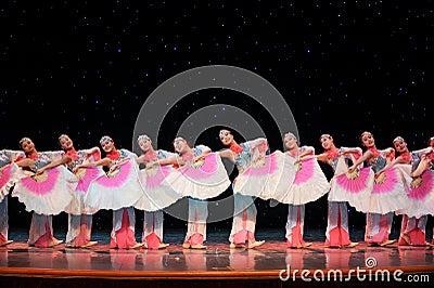 Chinese folk dance- Fan queue