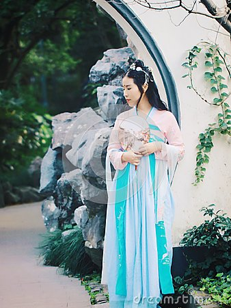 Free Chinese Girl In Traditional Ancient Drama Costume Hanfu Cosplay Stock Photo - 103320500