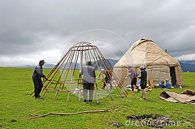 chinese-kazakh-people-construction-yurts
