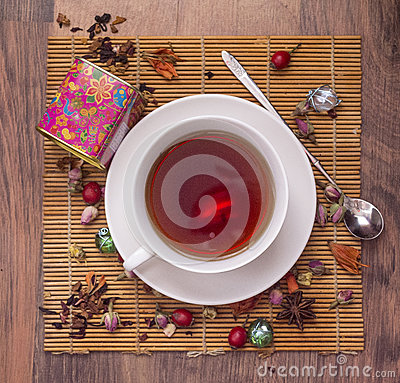 Free Chinese Red Tea With With Rosehip Berries Royalty Free Stock Photos - 79638578