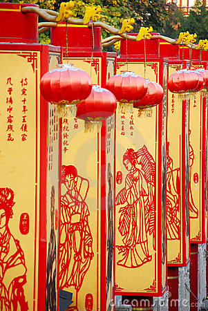 Chinese style screen and red lantern in garden