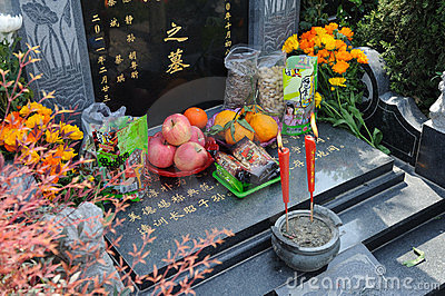 Chinese Tomb sweeping Editorial Photo