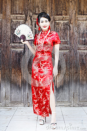 Free Chinese Woman Red Dress Traditional Cheongsam Royalty Free Stock Photography - 48924887