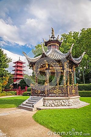 chinesisches gartenhaus und turm in br ssel belgien. Black Bedroom Furniture Sets. Home Design Ideas