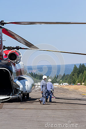 Free Chinook Helicopter And Fire Crew Stock Photography - 66534512