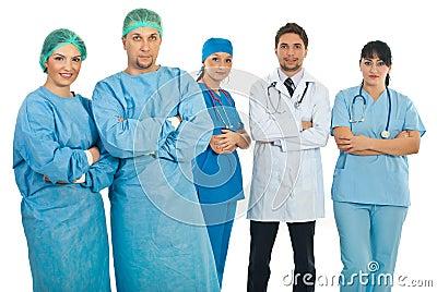 Chirurgiens et équipes de médecins