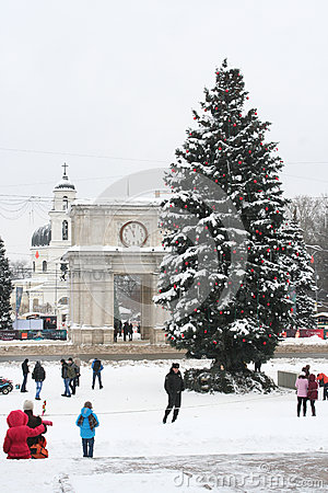 Free Chisinaus Main Square. Christmas Tree And Arch Royalty Free Stock Photo - 28785885