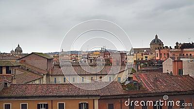 Chmurny niebo nad dachami domy w Rzym zdjęcie wideo