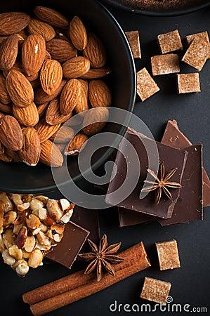 Chocolat, écrous, bonbons, épices et sucre roux