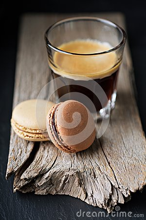 Free Chocolate And Coffee Macarons Royalty Free Stock Images - 117164899