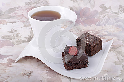 Chocolate brownies with tea