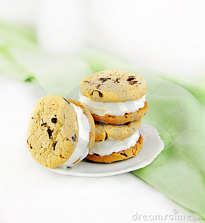 Free Chocolate Chip Cookie And Ice Cream Sandwiches Royalty Free Stock Images - 9477189