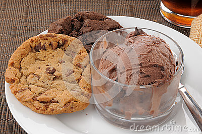 Chocolate chip cookies and ice cream