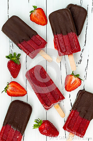Free Chocolate Dipped Strawberry Red Wine Popsicles. Stock Photo - 73315320