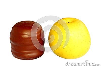 Chocolate foam kiss with apple