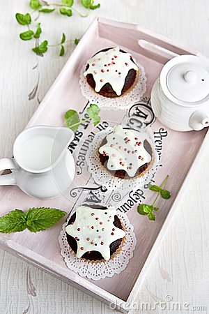 Chocolate muffins with vanilla frosting