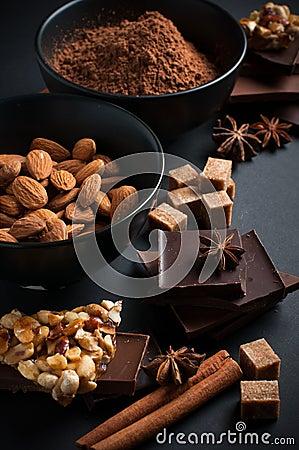 Chocolate, nueces, dulces, especias y azúcar marrón