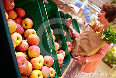 Choosing apples