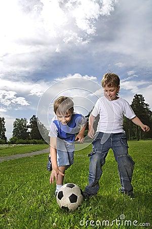 Chłopiec sztuka piłka nożna