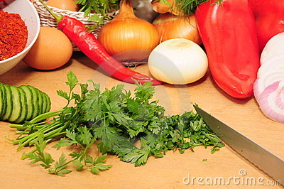 Chopped parsley leaf, and raw vegetables