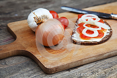 Chopping board with tomato bread
