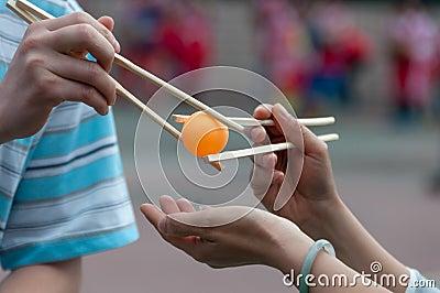 Chopsticks transfer table tennis match