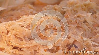 Choucroute à ragoût de nourriture sur le marché de Noël banque de vidéos