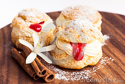 Choux pastry with cream and crimson curd