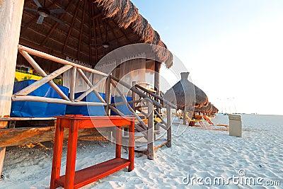Choza del masaje en la playa del Caribe