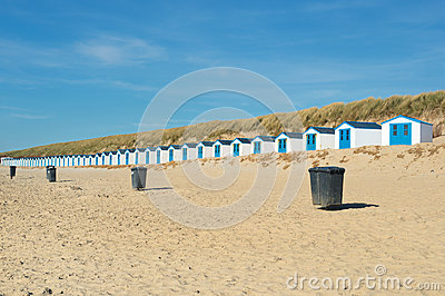 Chozas azules de la playa
