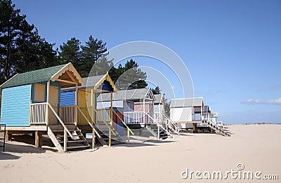 Chozas de la playa en el Receptor de papel-siguiente--Mar
