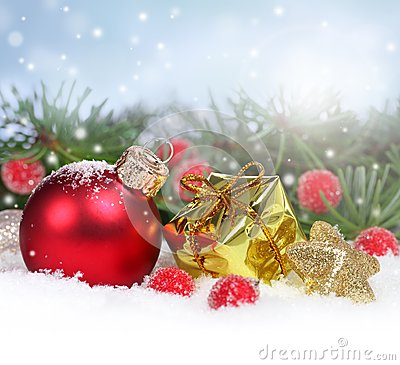 Free Christmas Border With Red Ornament And Gift Box Royalty Free Stock Images - 33427329