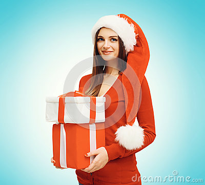 Free Christmas Concept - Happy Smiling Young Woman In Santa Red Hat With Box Gifts Royalty Free Stock Photos - 62103358