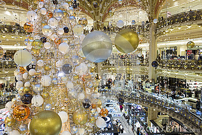The christmas decoration at galeries lafayette shopping - Magasin deco noel paris ...