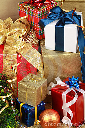 Free Christmas Gift Box Royalty Free Stock Photos - 17158498