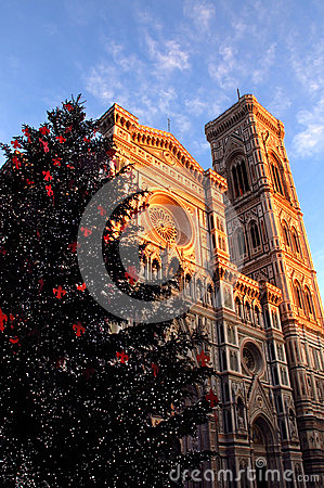 Free Christmas In Florence, Christmas Tree In Piazza Del Duomo In Florence With The Cathedral And The Giotto Bell Tower In The Backgrou Stock Photo - 78675100