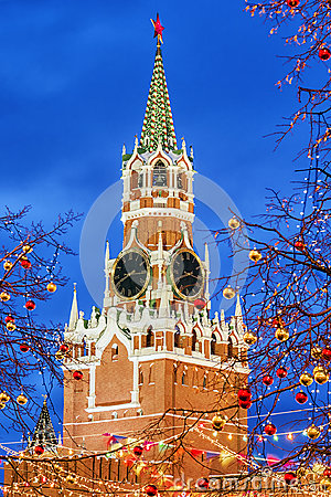 Free Christmas In Moscow. Spasskaya Tower In Festive Decoration Royalty Free Stock Photos - 96075008