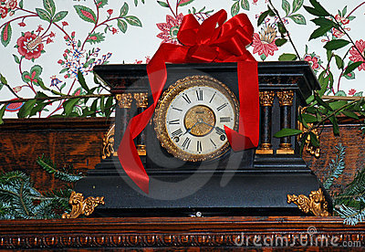 Christmas Mantel Clock