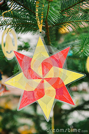Christmas star from used plastic