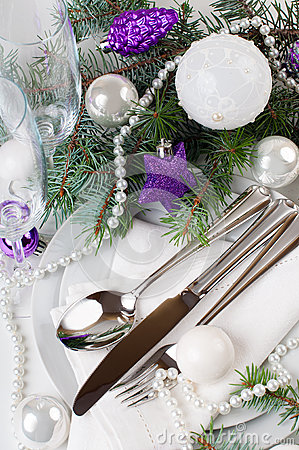Christmas table setting, in purple tones