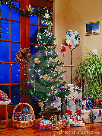 Free Christmas Tree Royalty Free Stock Photography - 280147