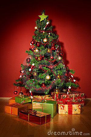 Prime Christmas Tree With Christmas Gifts In Red Room Stock Images Easy Diy Christmas Decorations Tissureus