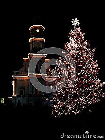 Christmas tree in night city 2