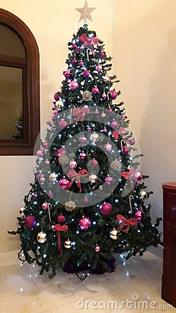 Free Christmas Tree Purple Creative Decorations For Luxury Houses Royalty Free Stock Photos - 82691458
