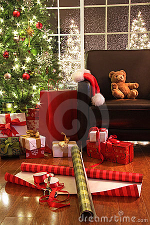 Free Christmas Tree With Gifts Royalty Free Stock Image - 11854456